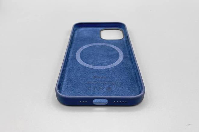 Combo hút máu với sạc MagSafe và ốp silicone mới cho iPhone 12 của Apple bị cư dân mạng chê tới, chê tấp - ảnh 3