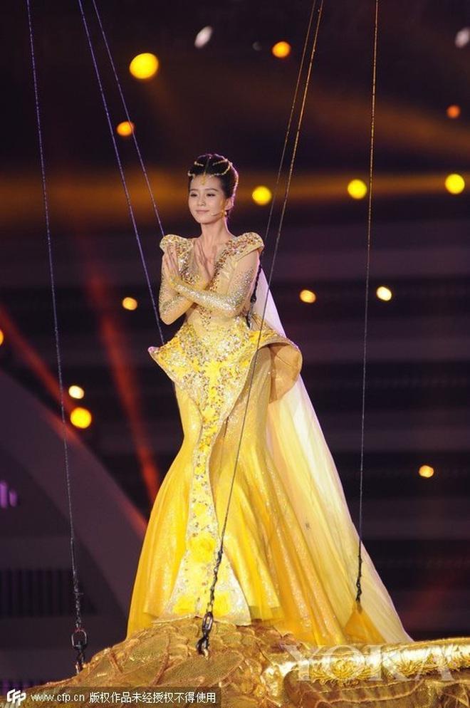 Từ visual tới khí chất đều xẹp lép so với 7 mỹ nhân tiền nhiệm, Tống Thiến chính là Nữ thần Kim Ưng bay màu nhanh nhất - ảnh 13