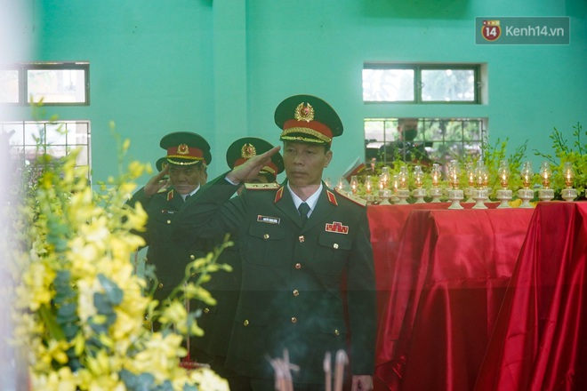 Nghẹn lòng lễ viếng 13 liệt sĩ hy sinh trên đường cứu hộ tại thuỷ điện Rào Trăng 3 - Ảnh 7.