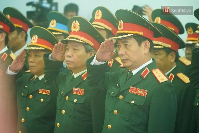 Nghẹn lòng lễ viếng 13 liệt sĩ hy sinh trên đường cứu hộ tại thuỷ điện Rào Trăng 3 - Ảnh 8.