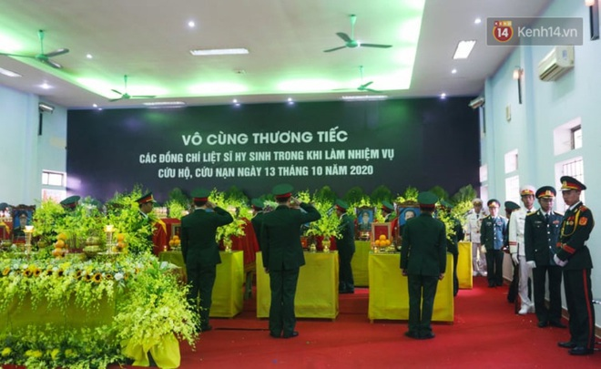 Nghẹn lòng lễ viếng 13 liệt sĩ hy sinh trên đường cứu hộ tại thuỷ điện Rào Trăng 3 - Ảnh 1.