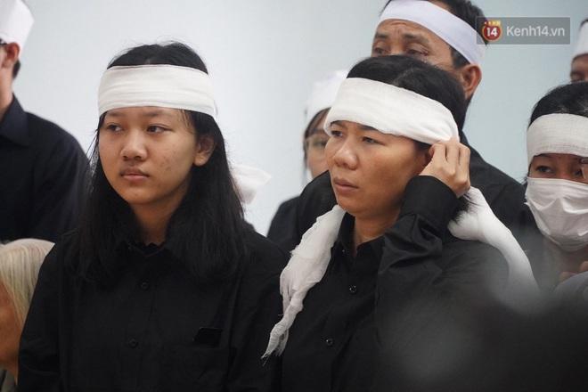 Nghẹn lòng lễ viếng 13 liệt sĩ hy sinh trên đường cứu hộ tại thuỷ điện Rào Trăng 3 - Ảnh 6.