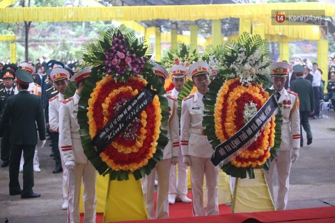 Nghẹn lòng lễ viếng 13 liệt sĩ hy sinh trên đường cứu hộ tại thuỷ điện Rào Trăng 3 - Ảnh 3.