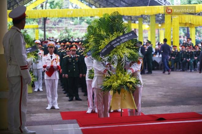 Nghẹn lòng lễ viếng 13 liệt sĩ hy sinh trên đường cứu hộ tại thuỷ điện Rào Trăng 3 - Ảnh 2.