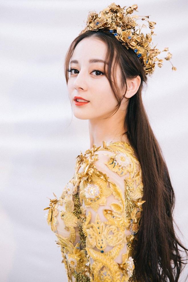 Từ visual tới khí chất đều xẹp lép so với 7 mỹ nhân tiền nhiệm, Tống Thiến chính là Nữ thần Kim Ưng bay màu nhanh nhất - ảnh 20