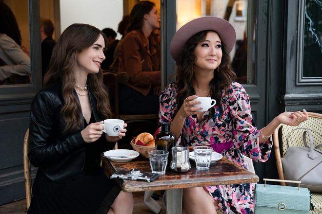 """Nữ chính Emily Ở Paris xin lỗi vì lỡ """"chém"""" vô lý tuổi nhân vật, bạn diễn điển trai cũng nhảy vào đoán cho vui - Ảnh 5."""