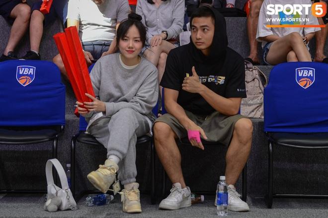Xuất hiện cạnh bạn trai của Mẫn Tiên, ca sĩ Phương Ly chiếm trọn spotlight tại giải đấu bóng rổ chuyên nghiệp Việt Nam - ảnh 3