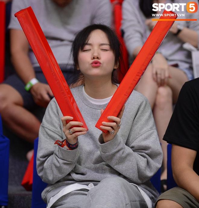 Xuất hiện cạnh bạn trai của Mẫn Tiên, ca sĩ Phương Ly chiếm trọn spotlight tại giải đấu bóng rổ chuyên nghiệp Việt Nam - ảnh 12