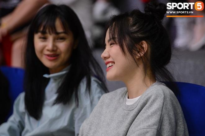 Xuất hiện cạnh bạn trai của Mẫn Tiên, ca sĩ Phương Ly chiếm trọn spotlight tại giải đấu bóng rổ chuyên nghiệp Việt Nam - ảnh 1
