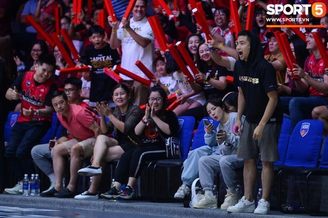 Xuất hiện cạnh bạn trai của Mẫn Tiên, ca sĩ Phương Ly chiếm trọn spotlight tại giải đấu bóng rổ chuyên nghiệp Việt Nam - ảnh 7