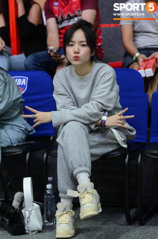 Xuất hiện cạnh bạn trai của Mẫn Tiên, ca sĩ Phương Ly chiếm trọn spotlight tại giải đấu bóng rổ chuyên nghiệp Việt Nam - ảnh 10