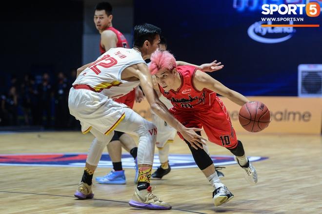 Xuất hiện cạnh bạn trai của Mẫn Tiên, ca sĩ Phương Ly chiếm trọn spotlight tại giải đấu bóng rổ chuyên nghiệp Việt Nam - ảnh 4