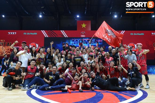 Xuất hiện cạnh bạn trai của Mẫn Tiên, ca sĩ Phương Ly chiếm trọn spotlight tại giải đấu bóng rổ chuyên nghiệp Việt Nam - ảnh 13
