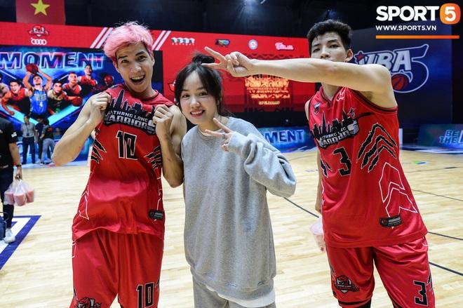 Xuất hiện cạnh bạn trai của Mẫn Tiên, ca sĩ Phương Ly chiếm trọn spotlight tại giải đấu bóng rổ chuyên nghiệp Việt Nam - ảnh 8