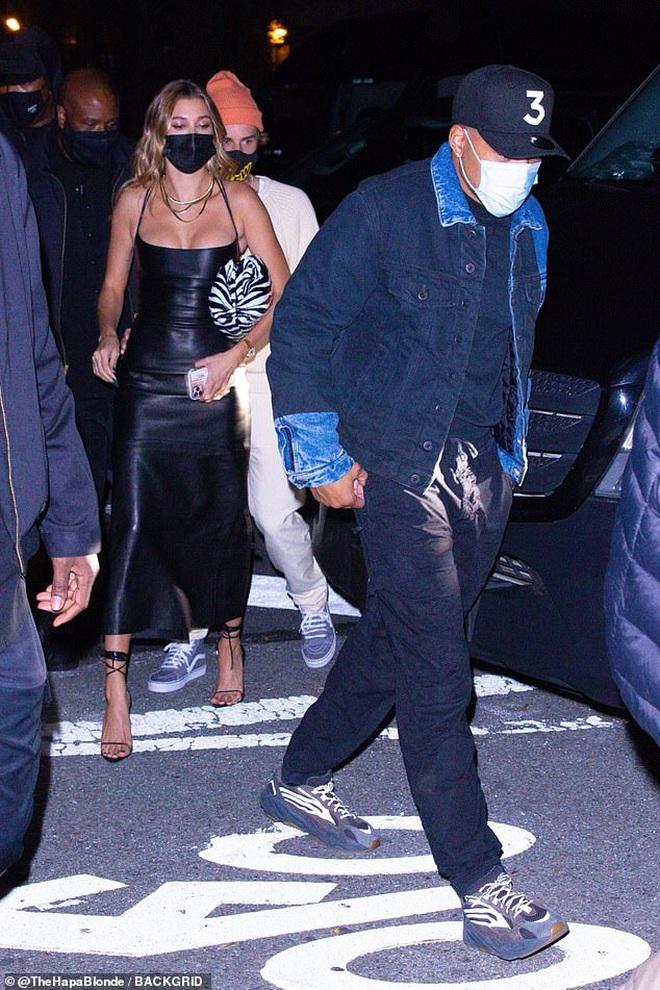 Justin Bieber và Hailey đối lập tại party hậu SNL: Vợ lồng lộn bức tử vòng 1, chồng lôi thôi theo sau và giữ khư khư bà xã - ảnh 6