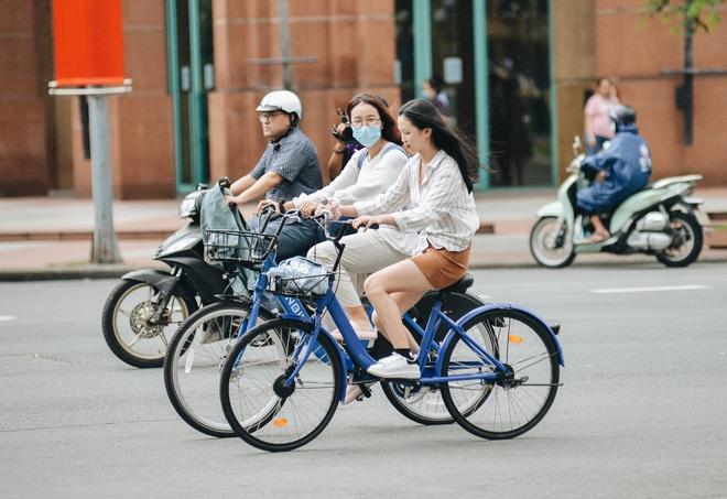 Trải nghiệm xe đạp công cộng cho thuê 10.000 đồng/giờ lần đầu lăn bánh trên đường phố Sài Gòn - ảnh 8