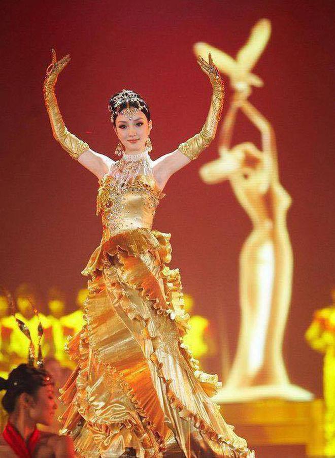Từ visual tới khí chất đều xẹp lép so với 7 mỹ nhân tiền nhiệm, Tống Thiến chính là Nữ thần Kim Ưng bay màu nhanh nhất - ảnh 9