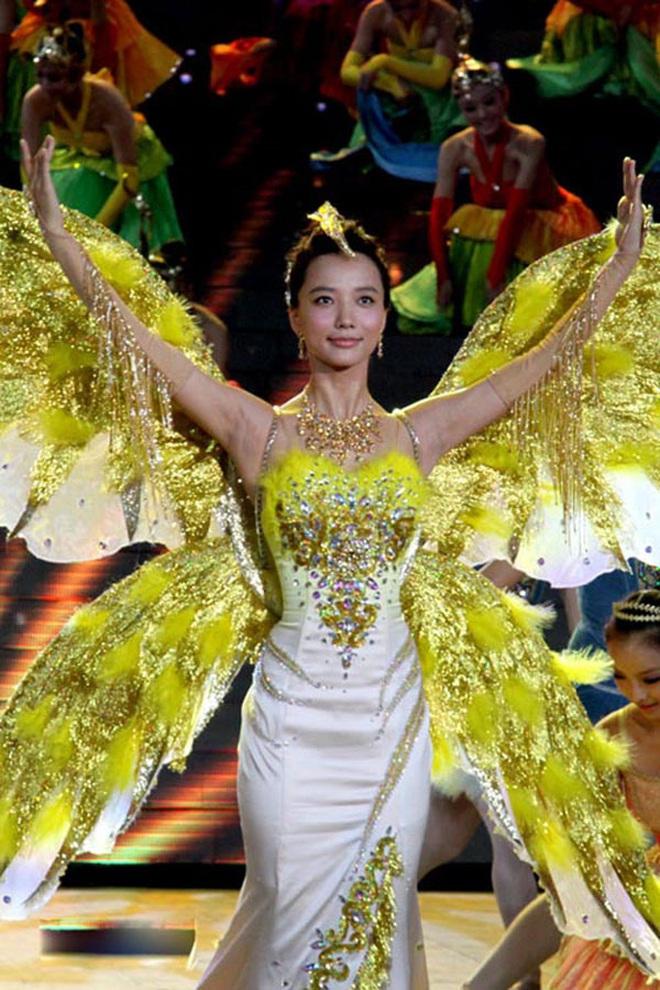 Từ visual tới khí chất đều xẹp lép so với 7 mỹ nhân tiền nhiệm, Tống Thiến chính là Nữ thần Kim Ưng bay màu nhanh nhất - ảnh 12