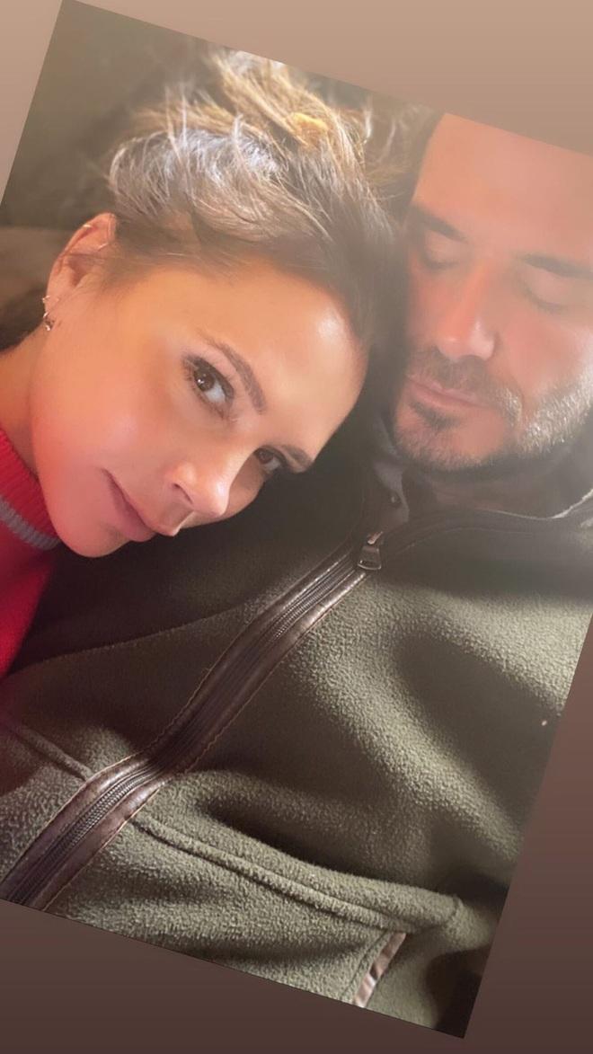 Victoria bất ngờ với món quà giản dị nhưng ấm lòng từ David Beckham, còn khiến các fan phải ghen tị với bức hình tình cảm của hai vợ chồng - ảnh 2