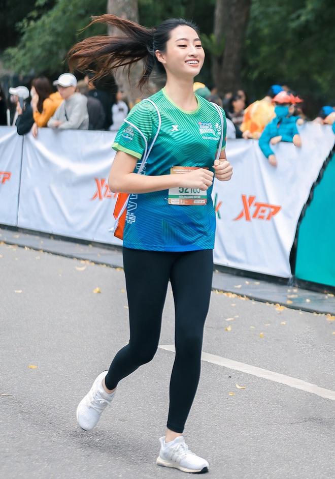 Dàn sao đổ bộ giải Marathon: Mai Phương Thuý chơi trội khoe vòng 1 gần 100 cm, dàn hậu và MC Mai Ngọc rạng rỡ - ảnh 4
