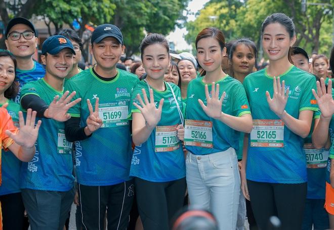 Dàn sao đổ bộ giải Marathon: Mai Phương Thuý chơi trội khoe vòng 1 gần 100 cm, dàn hậu và MC Mai Ngọc rạng rỡ - ảnh 10