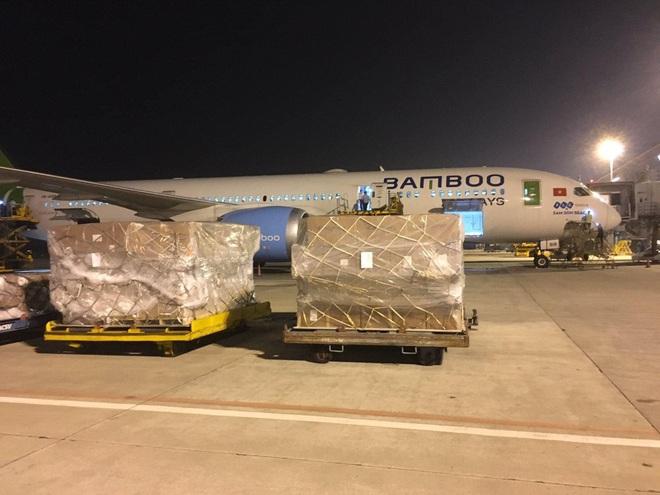 Bamboo Airways vận chuyển miễn phí hàng cứu trợ đến các tỉnh miền Trung - ảnh 1
