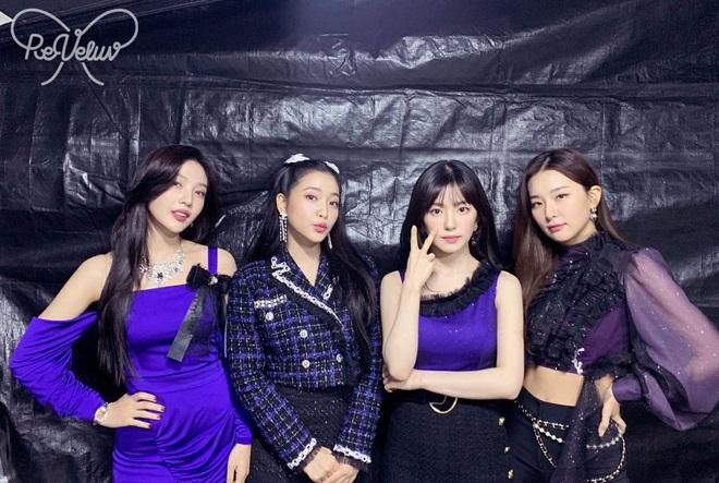 Vẫn vướng nghiệp mặc xấu, Red Velvet khiến fan kêu trời: Đây là thảm họa thời trang từ 10 năm trước bớ làng nước ơi! - ảnh 1