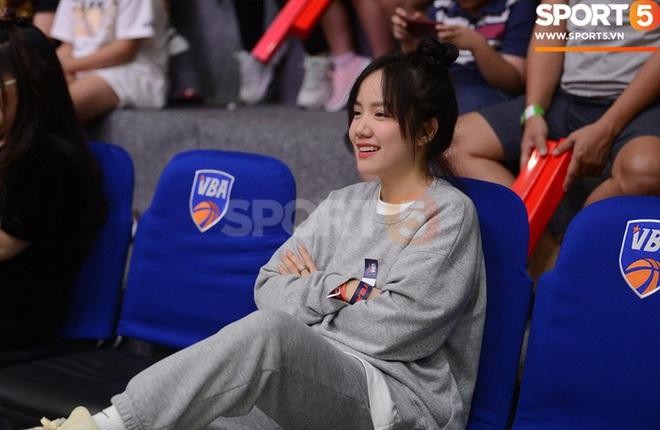 Ca sĩ Phương Ly bật mí những khó khăn khi xem trận chung kết sớm tại VBA Arena - ảnh 1
