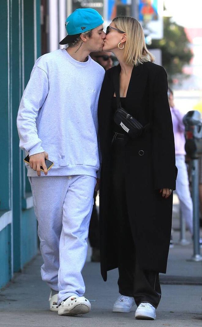 Justin Bieber và Hailey đối lập tại party hậu SNL: Vợ lồng lộn bức tử vòng 1, chồng lôi thôi theo sau và giữ khư khư bà xã - ảnh 10