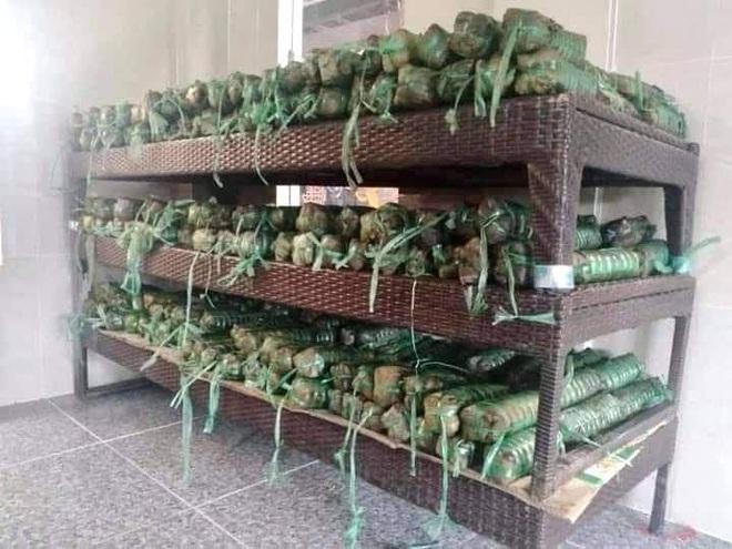 Người dân nhiều tỉnh thành chung tay gói hàng ngàn chiếc bánh chưng, bánh tét cứu trợ khúc ruột miền Trung - ảnh 19