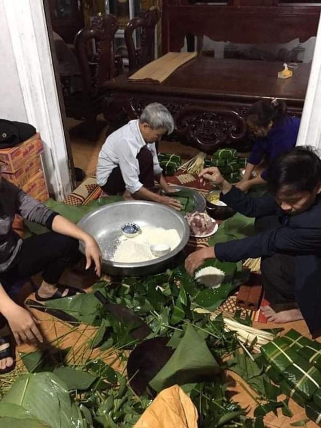 Người dân nhiều tỉnh thành chung tay gói hàng ngàn chiếc bánh chưng, bánh tét cứu trợ khúc ruột miền Trung - ảnh 2