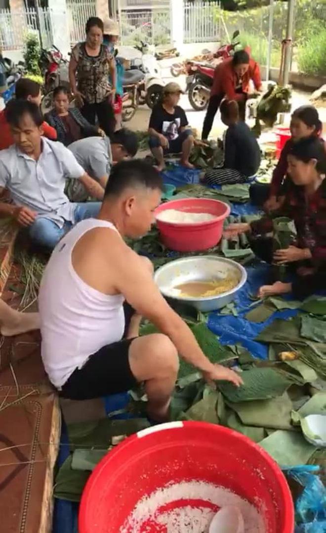 Người dân nhiều tỉnh thành chung tay gói hàng ngàn chiếc bánh chưng, bánh tét cứu trợ khúc ruột miền Trung - ảnh 14