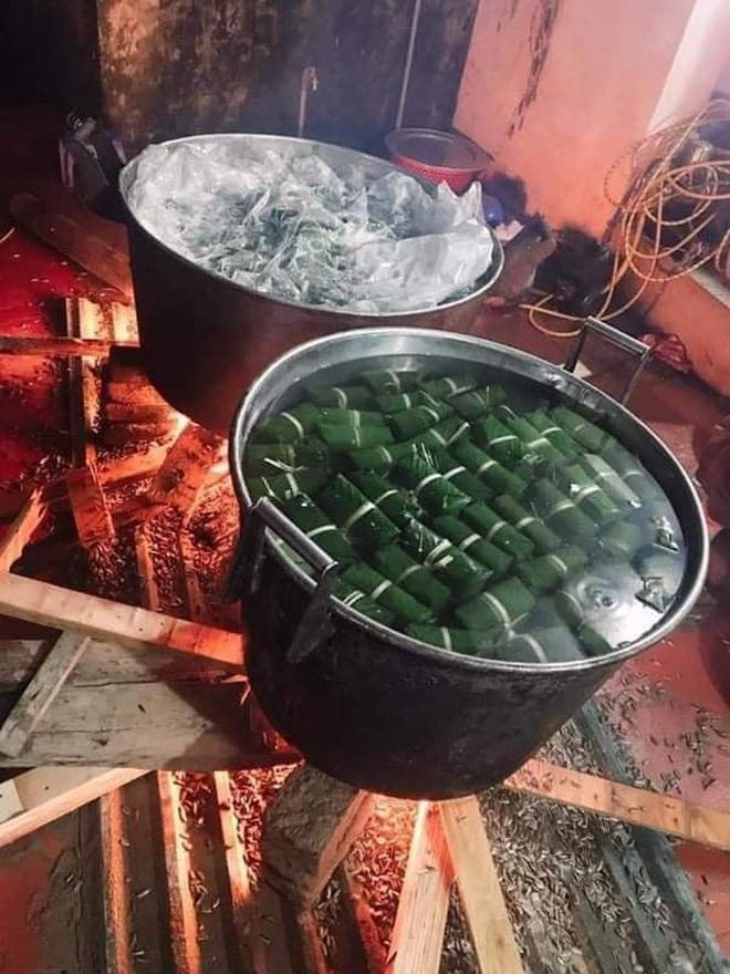 Người dân nhiều tỉnh thành chung tay gói hàng ngàn chiếc bánh chưng, bánh tét cứu trợ khúc ruột miền Trung - ảnh 4