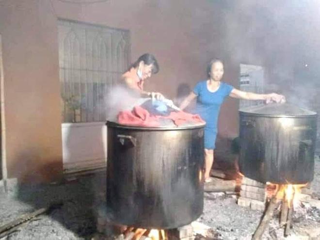 Người dân nhiều tỉnh thành chung tay gói hàng ngàn chiếc bánh chưng, bánh tét cứu trợ khúc ruột miền Trung - ảnh 16