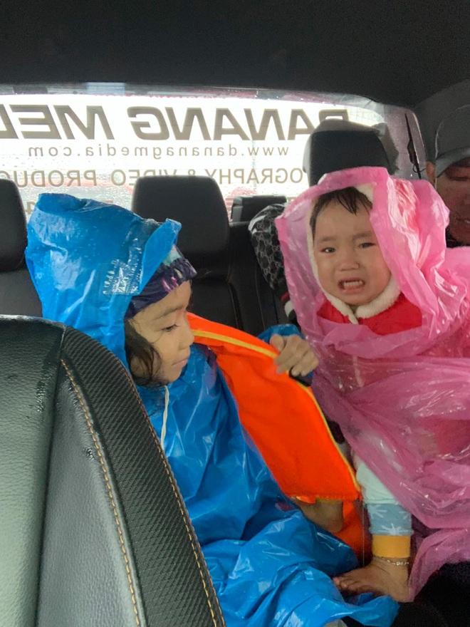 Biệt đội cano 0 đồng và những câu chuyện xúc động trên đường cứu trợ: Cả Quảng Bình trắng đêm giữa mưa lạnh, ước gì có thêm 100 chiếc cano - ảnh 9