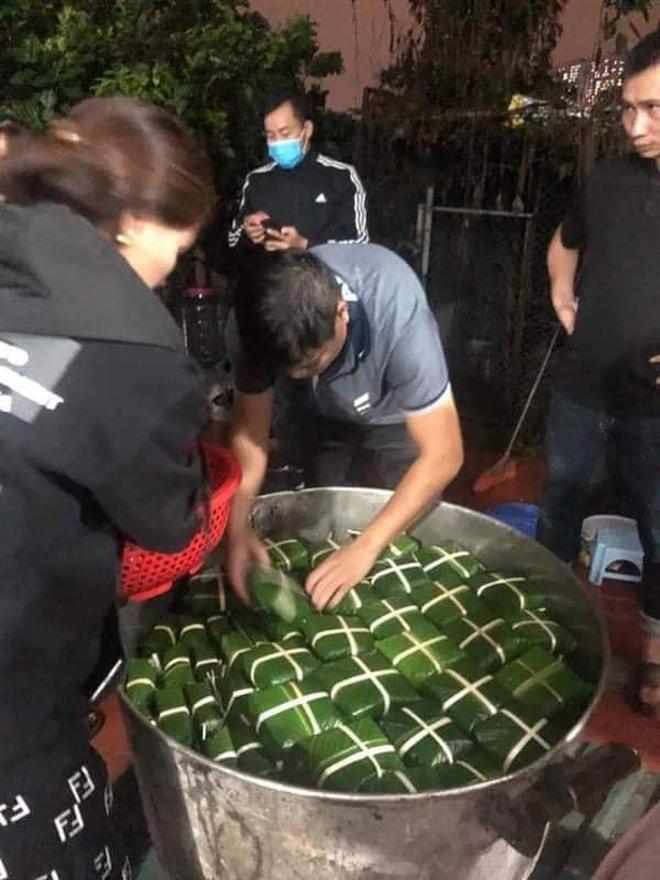 Người dân nhiều tỉnh thành chung tay gói hàng ngàn chiếc bánh chưng, bánh tét cứu trợ khúc ruột miền Trung - ảnh 5