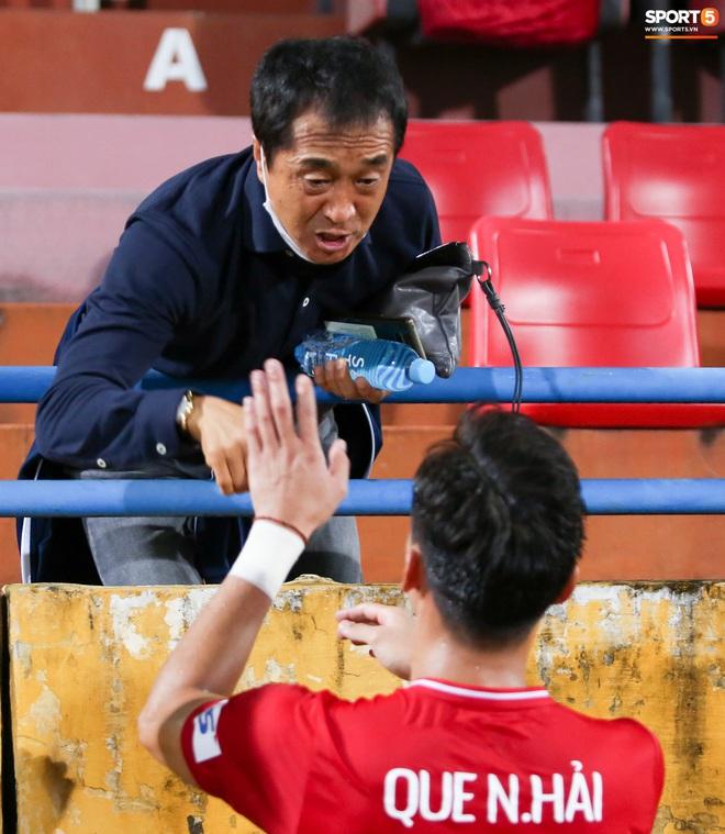 Quế Ngọc Hải bị trợ lý HLV tuyển Việt Nam doạ đánh vì chơi xấu đàn em - ảnh 4