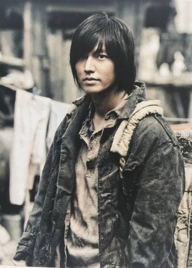 Chán làm con nhà giàu, Lee Min Ho biến hình thành trai nghèo, ơn trời sau 34 năm cuộc đời anh cũng chịu đổi màu rồi! - ảnh 3