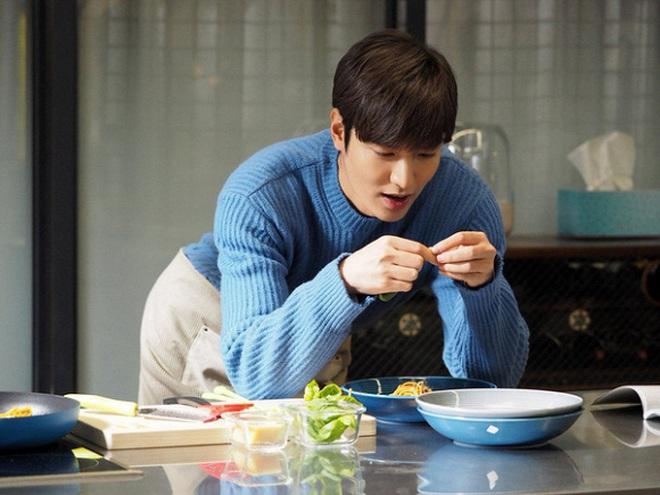Chán làm con nhà giàu, Lee Min Ho biến hình thành trai nghèo, ơn trời sau 34 năm cuộc đời anh cũng chịu đổi màu rồi! - ảnh 10