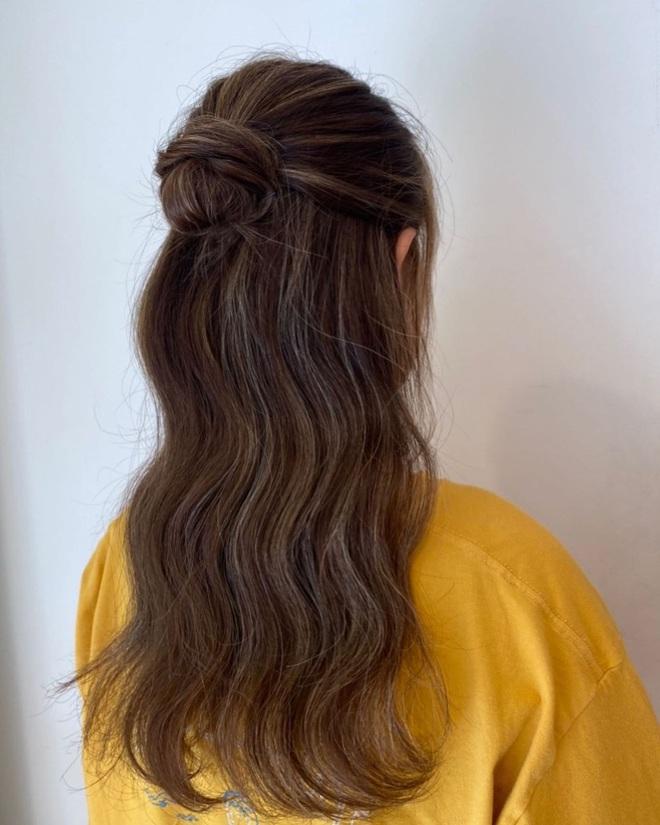 20⁄10 mặc xinh thôi chưa đủ, các nàng diện thêm những kiểu tóc này thì visual còn ngất ngây hơn nhiều - Ảnh 5.