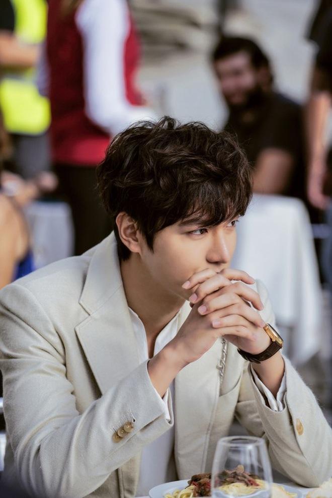 Chán làm con nhà giàu, Lee Min Ho biến hình thành trai nghèo, ơn trời sau 34 năm cuộc đời anh cũng chịu đổi màu rồi! - ảnh 7