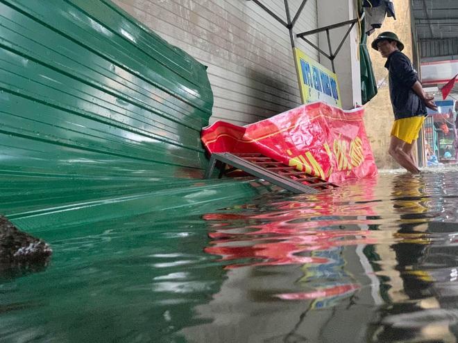 Hỗ trợ 5 tỉnh miền Trung bị ảnh hưởng nặng nề bởi mưa lũ mỗi tỉnh 100 tỷ đồng và 1.000 tấn gạo - ảnh 1
