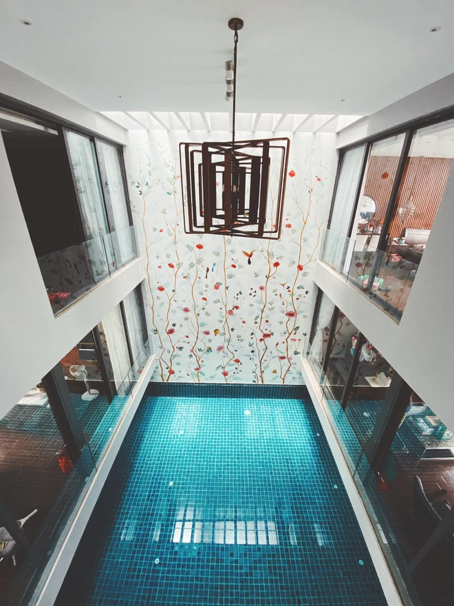 Gái xinh khoe nhà rộng 1000m2 ngay trung tâm Sài Gòn, nhìn phòng tắm là đủ hiểu cơ ngơi hoành tráng đến mức nào - ảnh 9