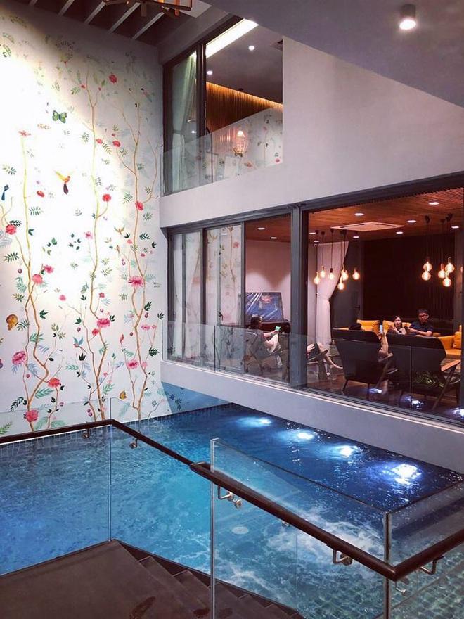 Gái xinh khoe nhà rộng 1000m2 ngay trung tâm Sài Gòn, nhìn phòng tắm là đủ hiểu cơ ngơi hoành tráng đến mức nào - ảnh 8
