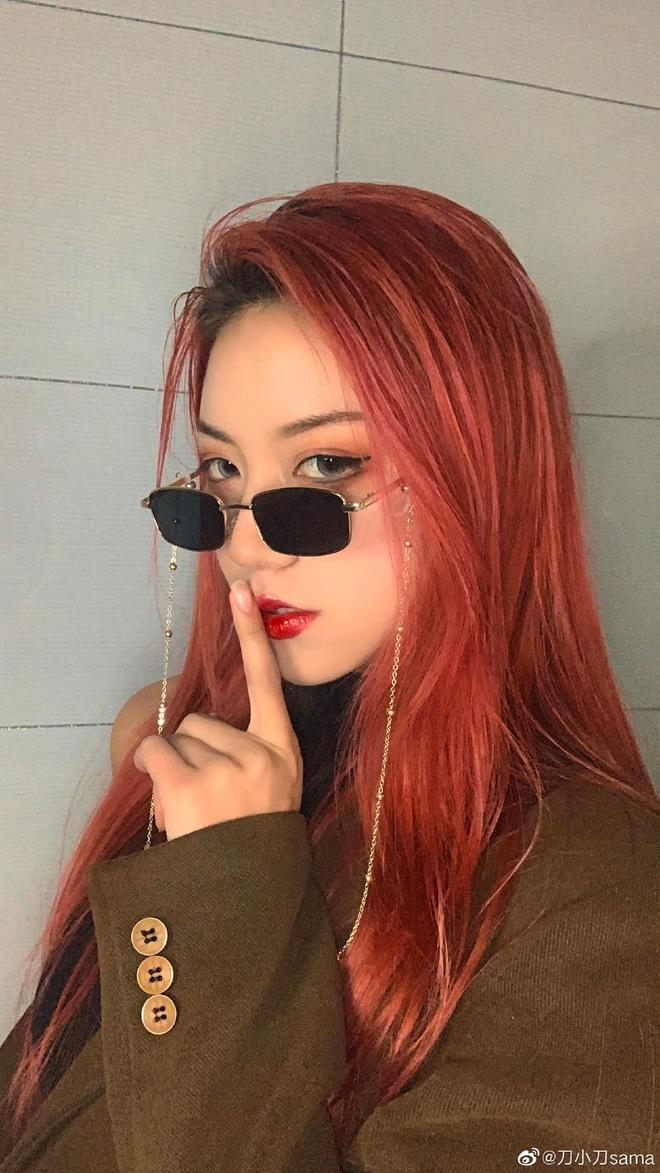 """""""Thánh hất tóc"""" TikTok: Cô gái vàng trong làng tạo trend xứ Trung, lộ ảnh chưa chỉnh sửa khiến fan """"hỗn chiến"""" - Ảnh 3."""