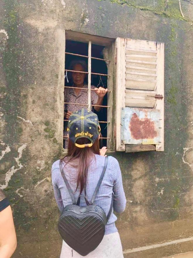 Balo đi cứu trợ miền Trung của Thủy Tiên thành hàng hot, có shop tuyên bố bán được hàng trích luôn lãi làm từ thiện - ảnh 2