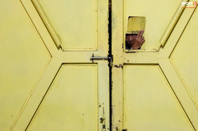Nhiều CĐV bức xúc vì bị nhốt, không được ra về ở trận Viettel – Bình Dương tại sân Hàng Đẫy - ảnh 2