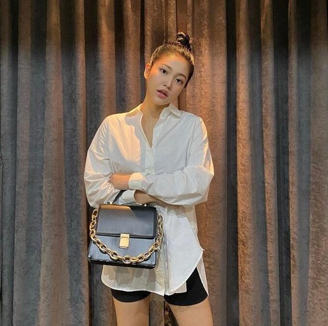 Em út Red Velvet môi tều khác lạ và còn pose đầy khêu gợi, thánh soi tố ngay bắt chước Jennie (BLACKPINK) - ảnh 5