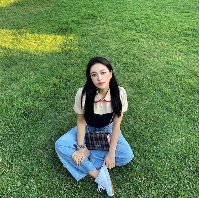 Em út Red Velvet môi tều khác lạ và còn pose đầy khêu gợi, thánh soi tố ngay bắt chước Jennie (BLACKPINK) - ảnh 7