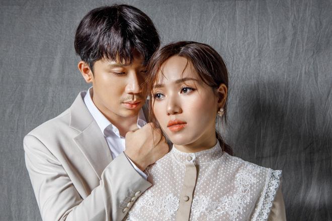 Làm ca sĩ kiểu Trấn Thành - Hari Won: Chồng hát nghiêm túc bị chê giả trân, vợ cứ ra bài là dính tranh cãi phát âm - ảnh 1